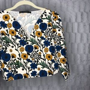 Zara Basic Floral Quarter Sleeve V Neck Crop Top